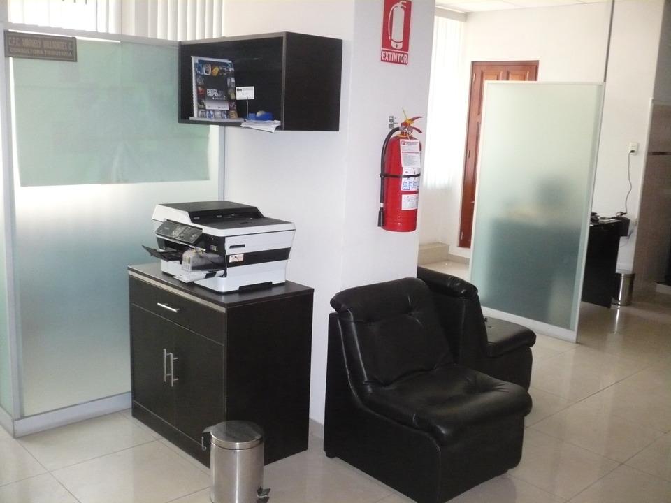 Venta de Oficina en Lima con 1 baño - con sala de reuniones