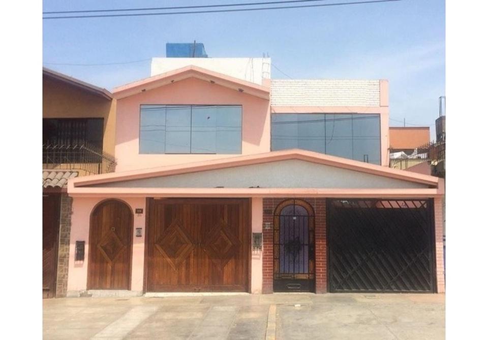 Venta de Casa en Ate, Lima con 7 dormitorios - vista principal