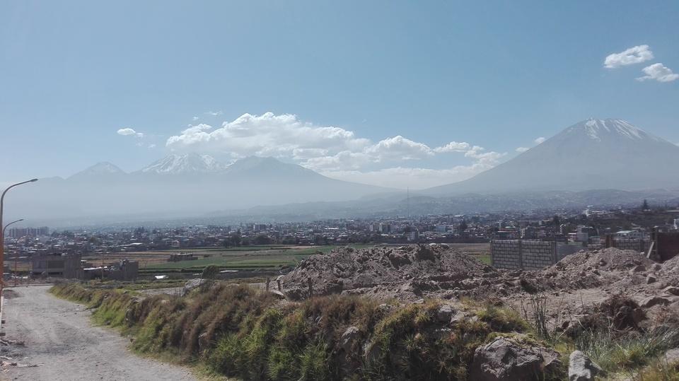 Venta de Terreno en Jose Luis Bustamante Y Rivero, Arequipa - 15 metros fondo