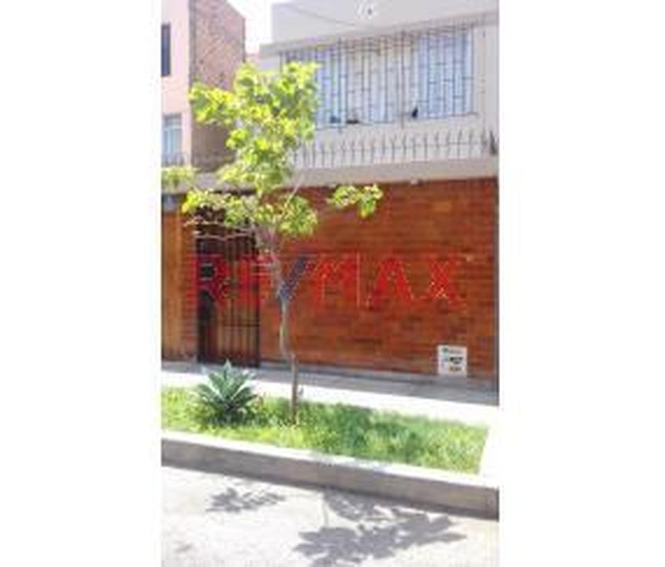 Venta de Casa en Lima con 4 dormitorios con 2 baños