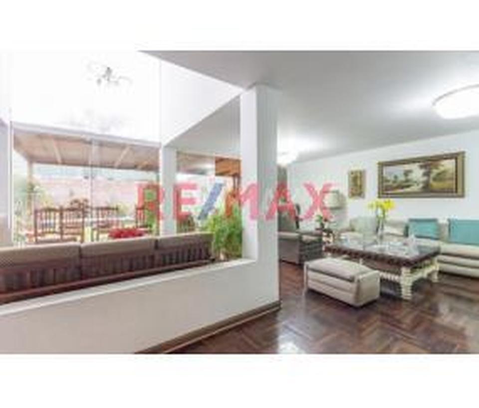 Venta de Casa en Santiago De Surco, Lima con 5 dormitorios - vista principal