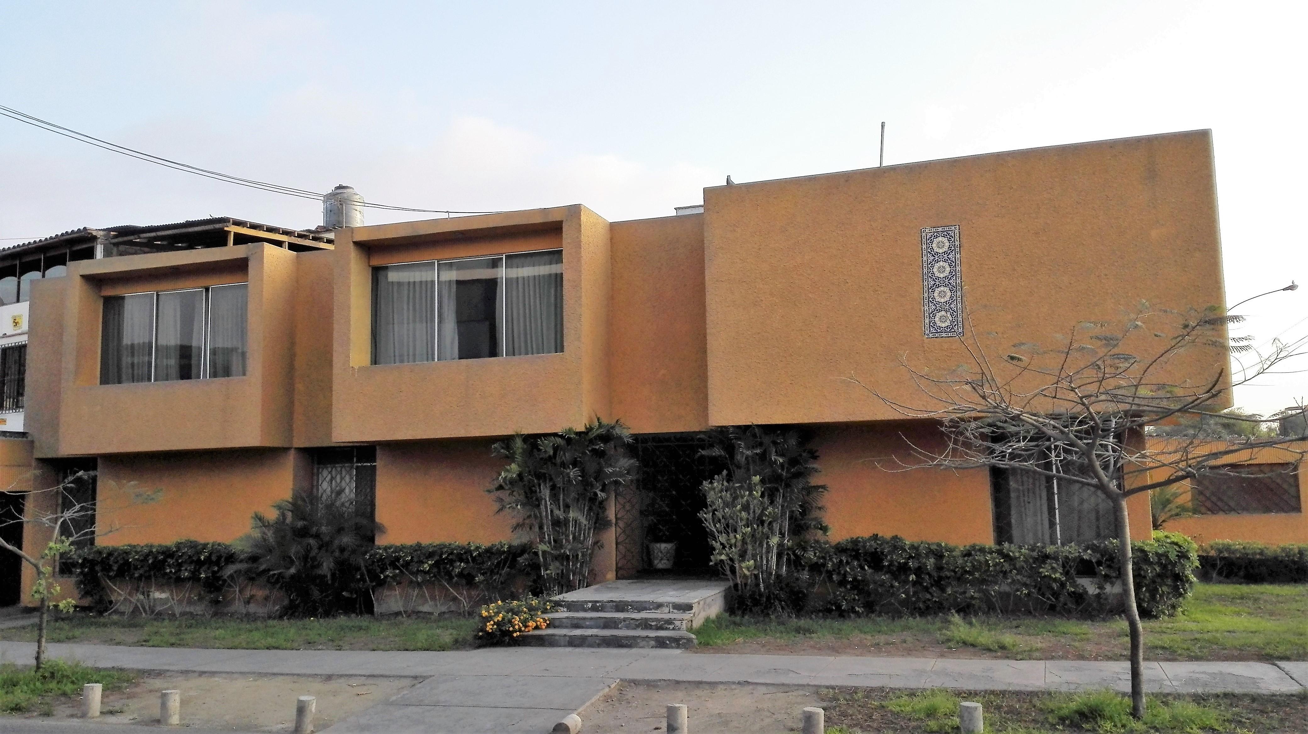 Venta de Casa en Santiago De Surco, Lima con 4 baños - vista principal