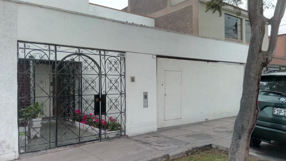 Venta de Casa en La Molina, Lima - con 2 baños