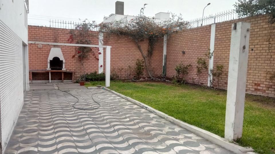 Venta de Casa en La Molina, Lima - con 1 estudio
