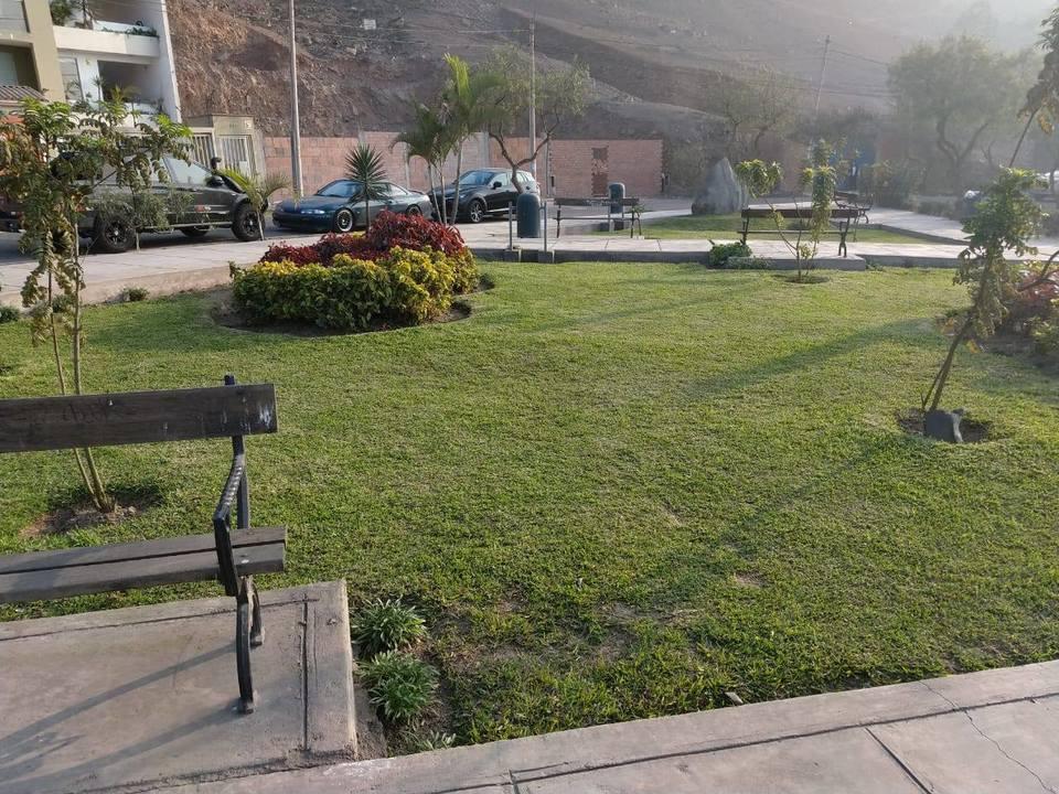Venta de Terreno en La Molina, Lima - con vista al parque