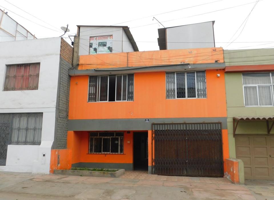 Venta de Casa en San Juan De Miraflores, Lima con 4 dormitorios