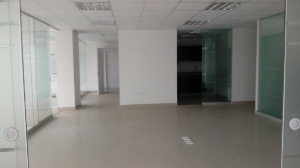 Alquiler de Oficina en Santiago De Surco, Lima con 2 baños
