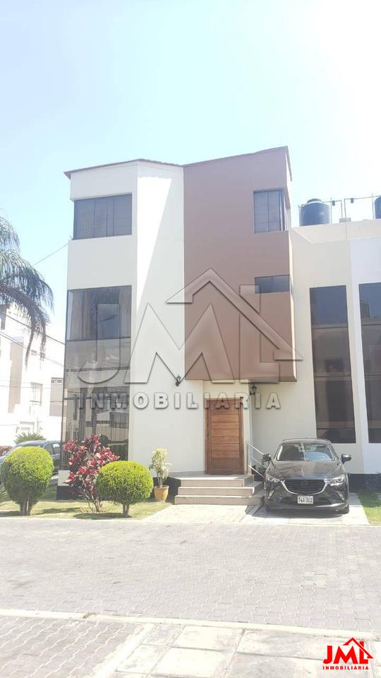 Venta de Casa en Trujillo, La Libertad con 5 dormitorios