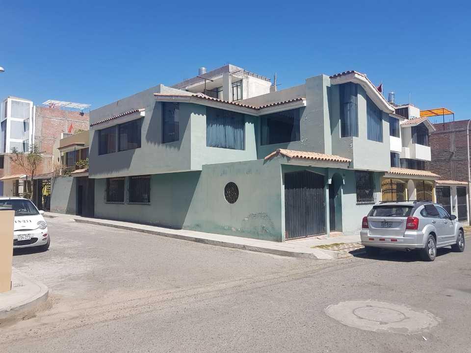 Venta de Casa en Jose Luis Bustamante Y Rivero, Arequipa con 4 dormitorios