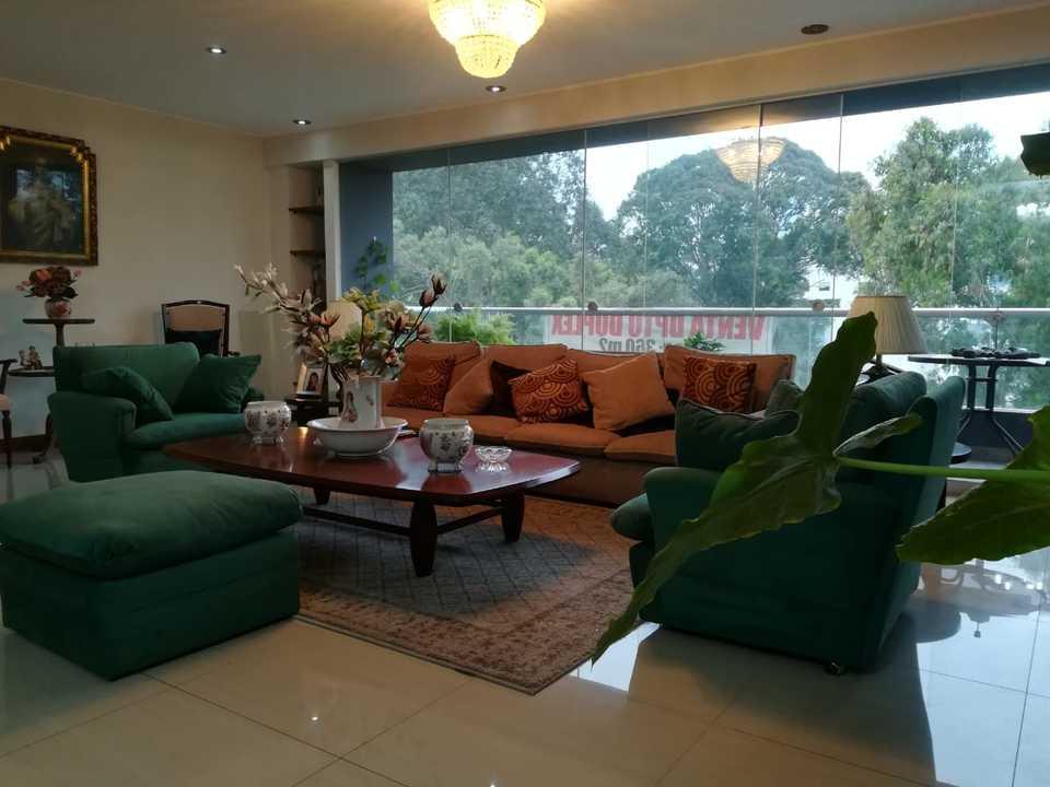 Venta de Departamento en San Isidro, Lima con 4 dormitorios