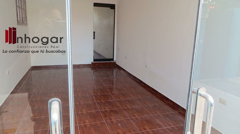 Venta de Local en Arequipa con 6 baños - con 4 estacionamiento