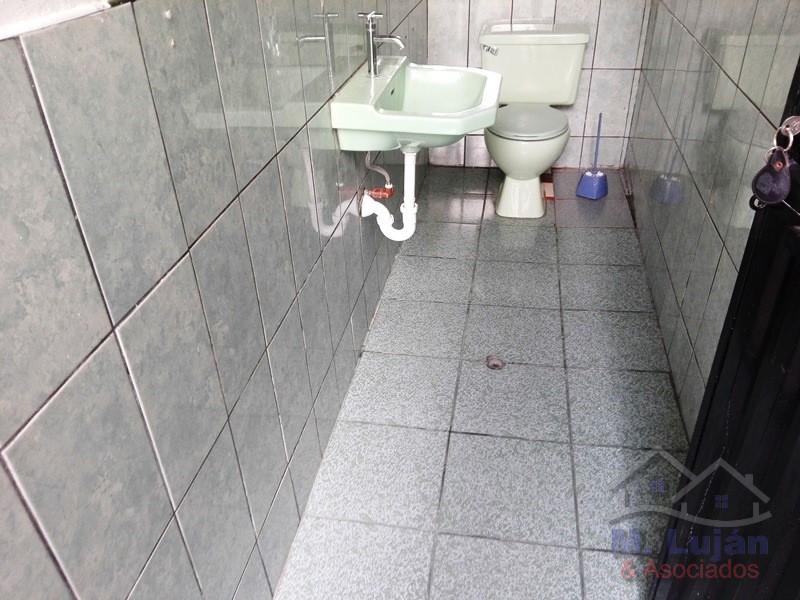Venta de Local en Arequipa con 6 baños - 1000m2 area construida