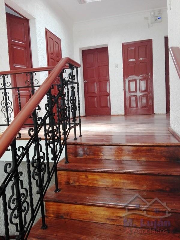 Venta de Local en Arequipa con 6 baños - vista principal