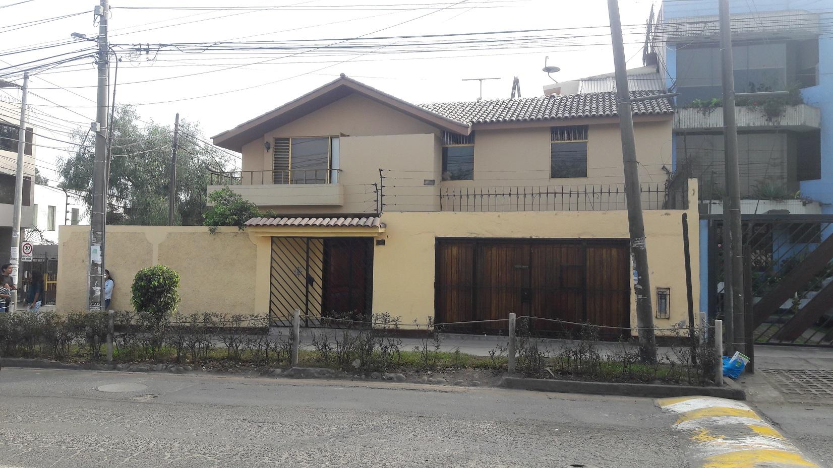 Venta de Casa en La Molina, Lima con 5 baños - vista principal