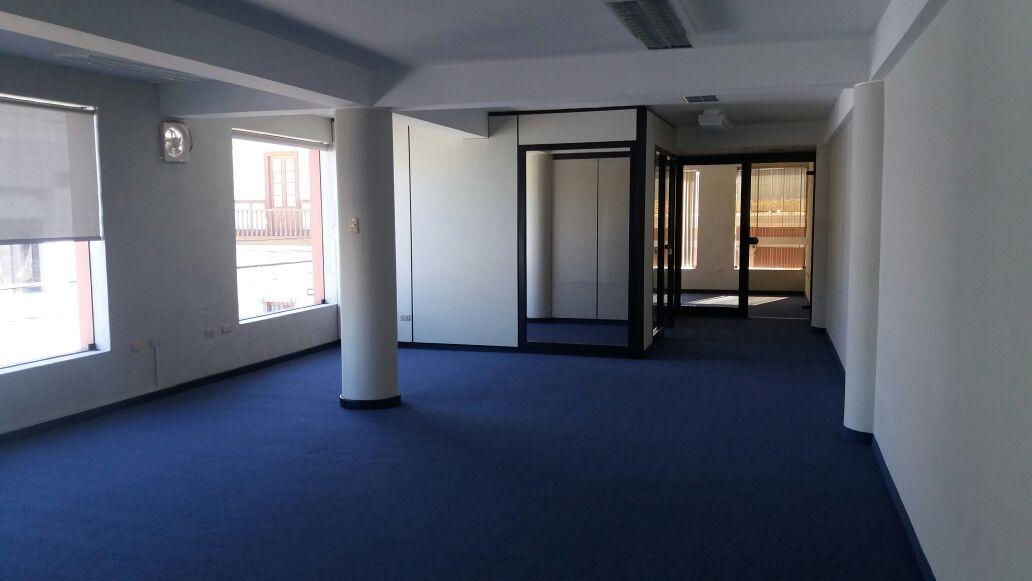 Alquiler de Oficina en Arequipa con 4 baños 270m2 area total - vista principal