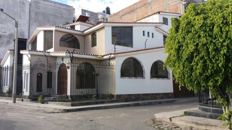 Venta de Casa en Cayma, Arequipa con 5 dormitorios - vista principal