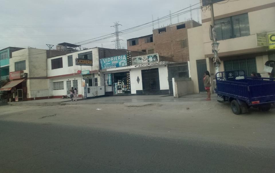 Venta de Local en San Juan De Lurigancho, Lima con 2 baños