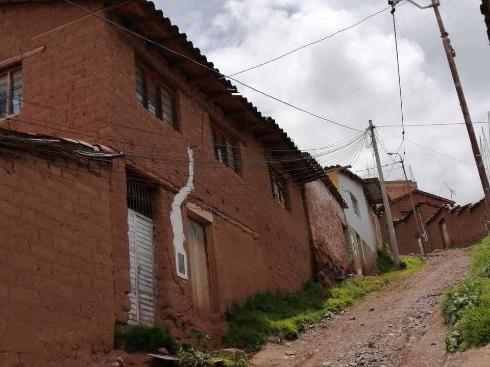 Venta de Terreno en Cusco 300m2 area total 30 metros fondo