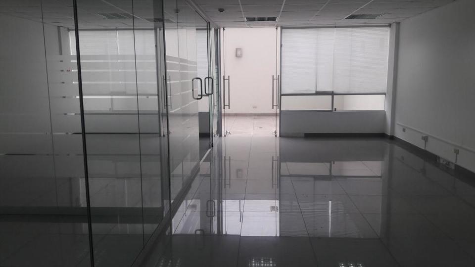 Venta de Oficina en San Isidro, Lima con 2 baños - vista principal