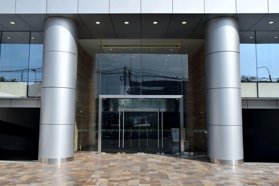 Alquiler de Oficina en Lima con 2 baños 145m2 area total - vista principal