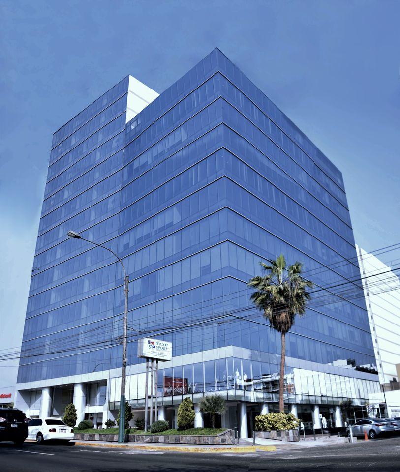 Alquiler de Oficina en Lima con 2 baños 175m2 area total - vista principal