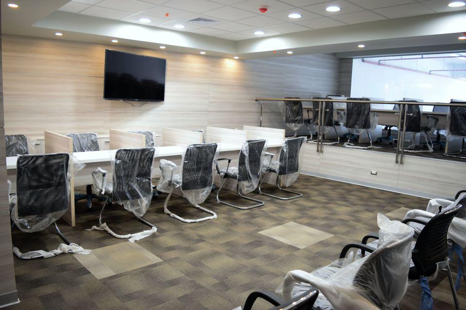 Alquiler de Oficina en Lima con 2 baños 143m2 area total - vista principal