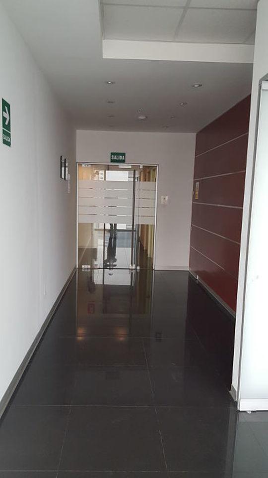 Venta de Oficina en Lima amoblado - con comedor