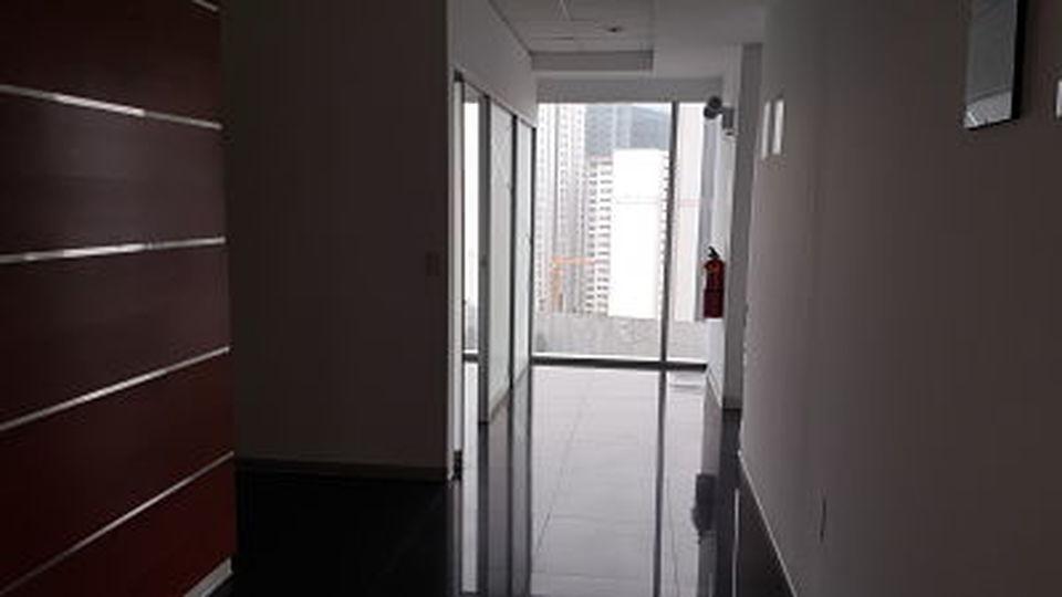 Venta de Oficina en Lima amoblado - con vista urbano