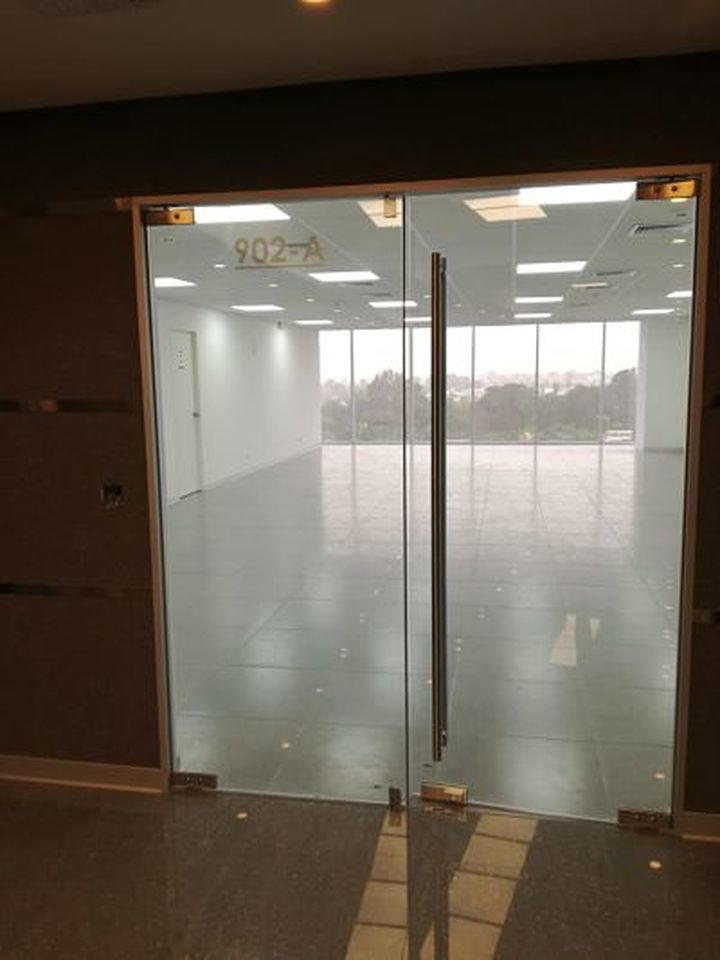 Alquiler de Oficina en Lima con 2 baños 115m2 area total - vista principal