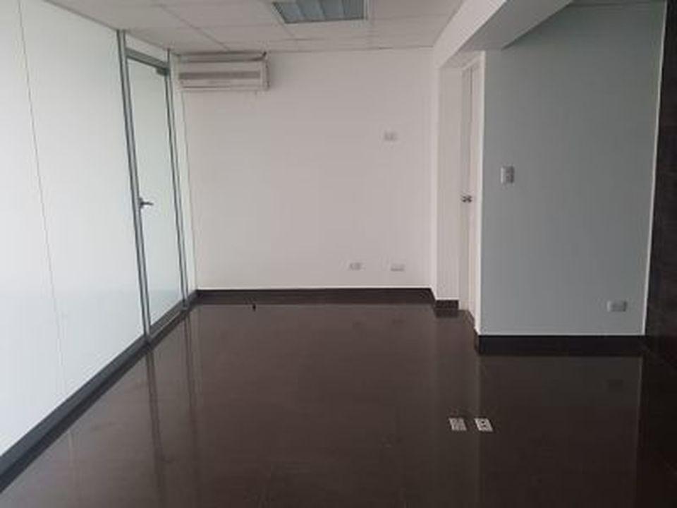 Alquiler de Oficina en San Isidro, Lima con 2 baños - vista principal