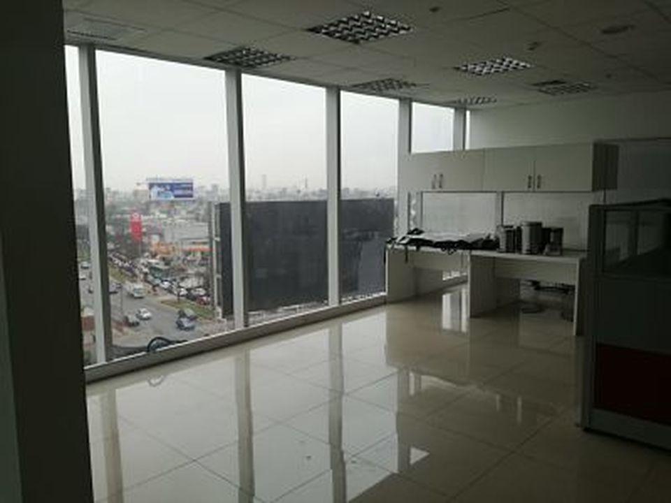 Alquiler de Oficina en Santiago De Surco, Lima - con 4 baños