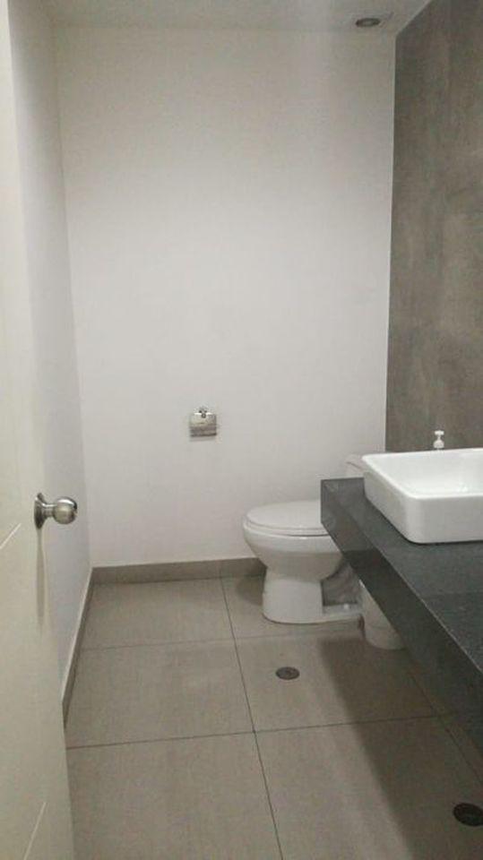 Alquiler de Oficina en Santiago De Surco, Lima con 4 baños