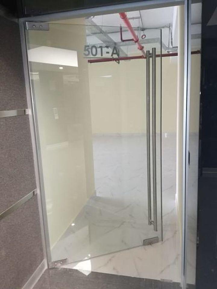 Alquiler de Oficina en Santiago De Surco, Lima con 3 baños - vista principal