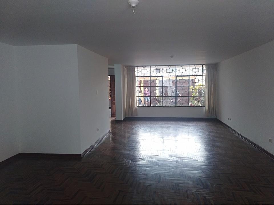 Alquiler de Casa en La Molina, Lima - de 3 pisos
