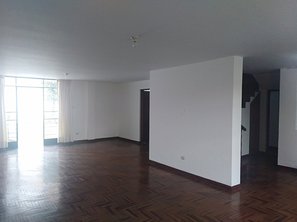 Alquiler de Casa en La Molina, Lima - con vista urbano