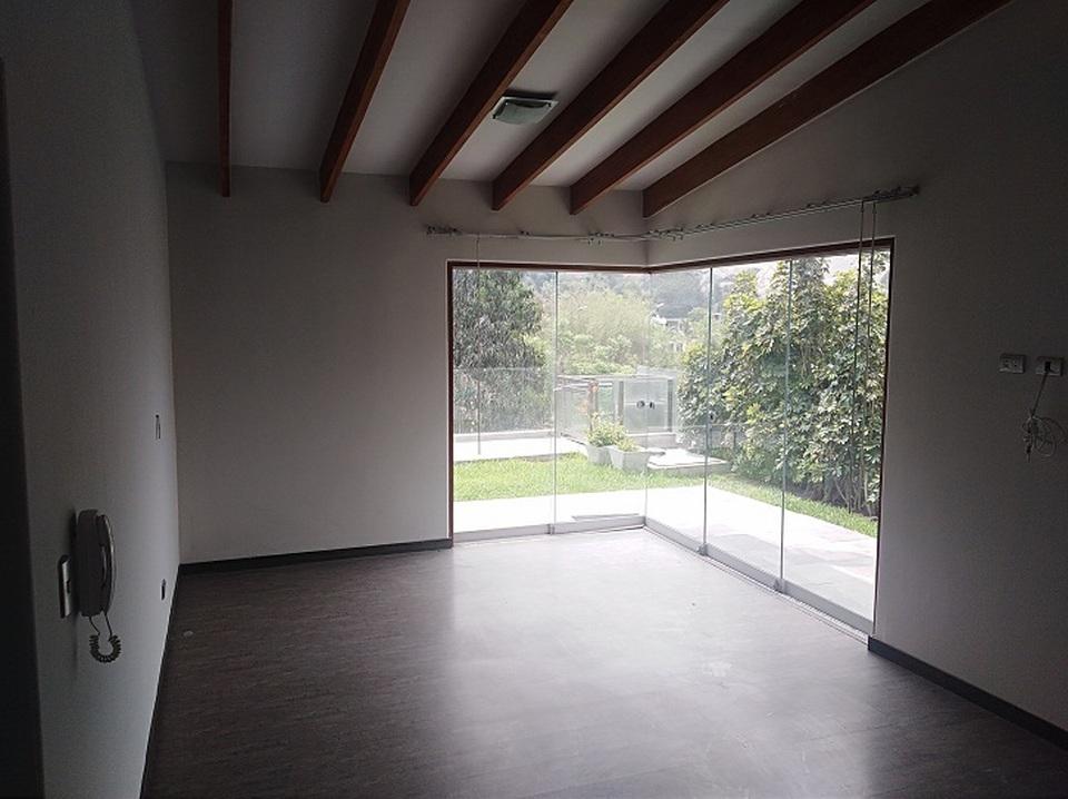 Alquiler de Casa en La Molina, Lima - con vista campestre