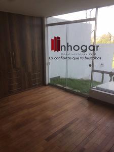 Alquiler de Casa en Arequipa con 5 baños con 3 estacionamiento - vista principal