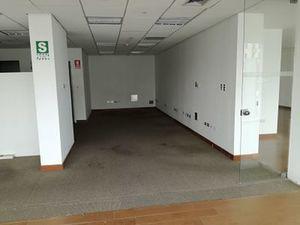 Alquiler de Oficina en Lima con 2 baños 231m2 area total - vista principal